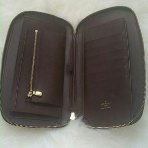 Louis Vuitton travel zippy wallet